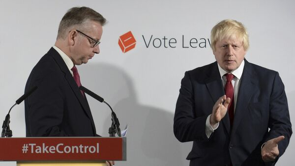 Britain's Justice Secretary Michael Gove (L) finishes speaking as Vote Leave campaign leader Boris Johnson applauds at the group's headquarters in London, Britain June 24, 2016. - Sputnik International