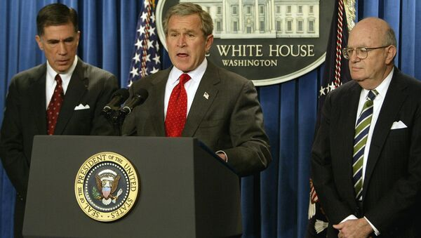 President George W. Bush (C) names Democratic former senator Chuck Robb (L) and former judge Laurence Silberman (R) as co-chairs of an independent commission to examine pre-war intelligence on Iraq's weapons of mass destruction. February 6, 2004, Washington, DC. - Sputnik International