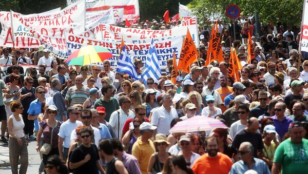 Protestors march during a general strike called by Greek public and private employee unions GSEE and ADEDY (File) - Sputnik International
