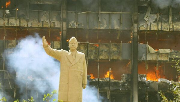 A statue of Iraqi President Saddam Hussein in front of building of the Iraqi Olympic Committee 09 April 2003. The US tanks and troops poured into the heart of Baghdad as the Iraqi leader's regime collapsed after a blistering three-week onslaught. - Sputnik International