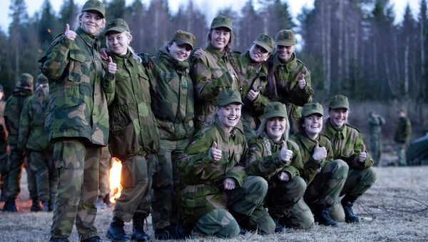 Norwegian Military Girl's Camp - Sputnik International