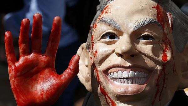 A demonstrator wearing a mask to impersonate Tony Blair protests before the release of the John Chilcot report into the Iraq war, at the Queen Elizabeth II centre in London, Britain July 6, 2016. - Sputnik International