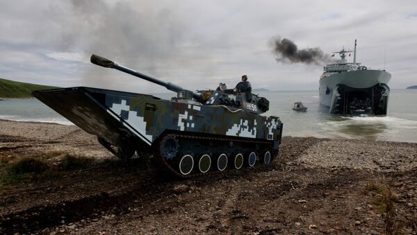Infantry combat vehicles of the Navy of the People's Liberation Army of China come out into the shore - Sputnik International