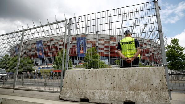 Polish police officer stands guard in front of the PGE National Stadium, the venue of the NATO Summit, which will start in two days, in Warsaw, Poland, July 6, 2016.  - Sputnik International