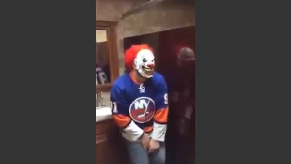 Bathroom Clown Mask Scare Prank - Sputnik International