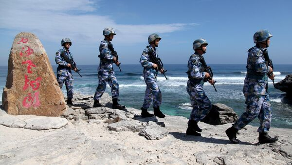Soldiers of China's People's Liberation Army (PLA) Navy patrol at Woody Island, in the Paracel Archipelago, which is known in China as the Xisha Islands, January 29, 2016. - Sputnik International