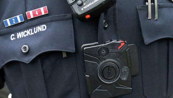 FILE - In this Nov. 5, 2014 file photo, Sgt. Chris Wicklund of the Burnsville, Minn., Police Department wears a body camera beneath his microphone - Sputnik International