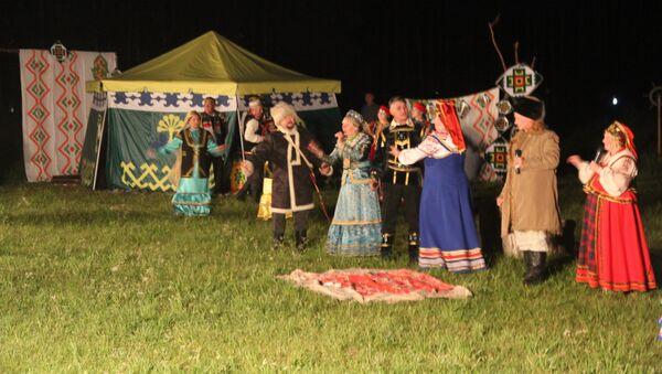 The re-production of the historic scene between Yemelyan Pugachev and Salawat Yulayev by Satka performers - Sputnik International