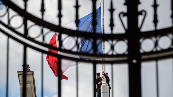 A Republican Guard lowers the French national flag at half-mast at the Elysee Palace in Paris, France, July 15, 2016, the day after the Bastille Day truck attack in Nice. - Sputnik International