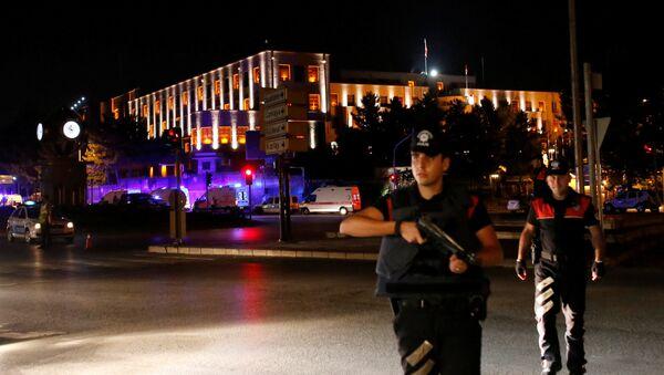 Police officers stand guard near the Turkish military headquarters in Ankara, Turkey. - Sputnik International