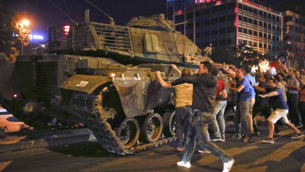 People React Near A Military Vehicle During An Attempted Coup In Ankara - Sputnik International