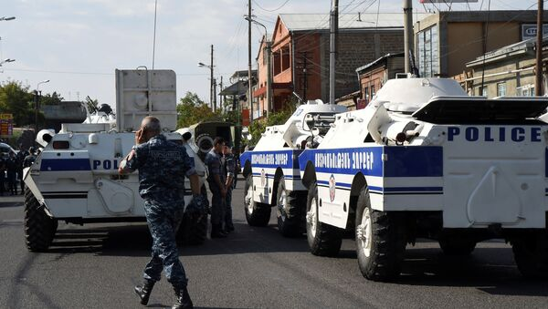 Policemen block a street after a group of armed men seized a police station along with an unknown number of hostages, according the country's security service, in Yerevan, Armenia, July 17, 2016. - Sputnik International
