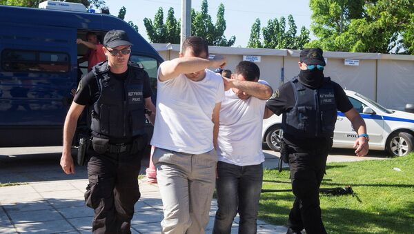 Two of the eight Turkish soldiers who fled to Greece in a helicopter and requested political asylum after a failed military coup against the government, are brought to prosecutor by two policemen in the northern Greek city of Alexandroupolis, Greece, July 17, 2016. - Sputnik International