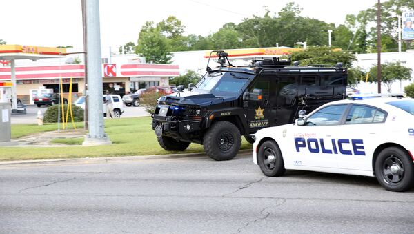 Police officers block off a road after a shooting of police in Baton Rouge, Louisiana, U.S. July 17, 2016. - Sputnik International