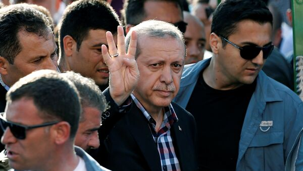 Turkish President Recep Tayyip Erdogan waves to the crowd following a funeral service for a victim of the thwarted coup in Istanbul, Turkey, July 17, 2016. - Sputnik International