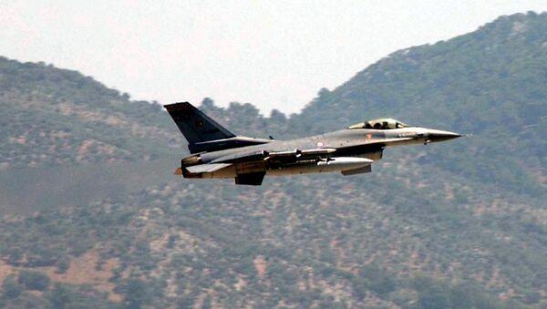 A Turkish Air Force F-16 fighter jet - Sputnik International