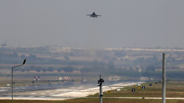 A Turkish Air Force warplane takes off from the Incirlik Air Base, in the outskirts of the city of Adana, southeastern Turkey. - Sputnik International