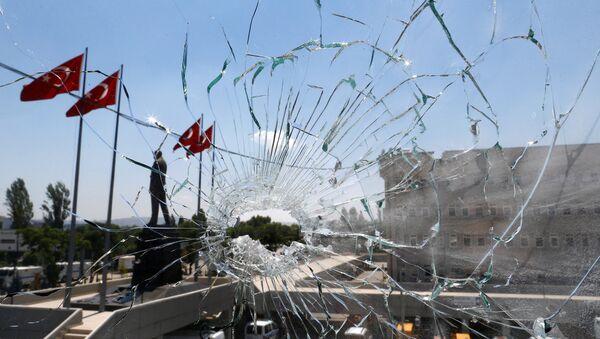 A damaged window is pictured at the police headquarters in Ankara, Turkey, July 18, 2016 - Sputnik International