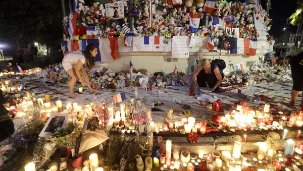 Volunteers install items at a new memorial in a gazebo in a seaside park on the famed Promenade des Anglais in Nice, southern France, Monday, July 18, 2016. - Sputnik International
