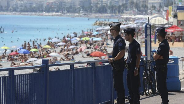 French police officers patrol on the famed Promenade des Anglais in Nice, southern France, three days after a truck mowed through revelers, Sunday, July 17, 2016 - Sputnik International