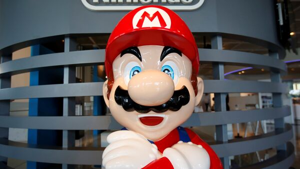 A figure depicting Mario, a character in Nintendo's Mario Bros. video games, is displayed at the company showroom in Tokyo, Japan July 14, 2016. - Sputnik International