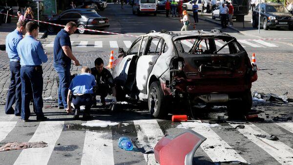 Investigators at the site where journalist Pavel Sheremet was killed by a car bomb in central Kiev, Ukraine, July 20, 2016 - Sputnik International