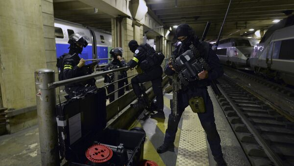A member of the Research and Intervention Brigades(BRI) checks a robot during a terror attack exercise at the Gare Montparnasse railway station in Paris, Wednesday, April 20, 2016 - Sputnik International
