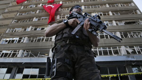 A Turkish special forces policeman stands guard in front the damaged building of the police headquarters which was attacked by the Turkish warplanes during the failed military coup last Friday, in Ankara, Turkey, Tuesday, July 19, 2016 - Sputnik International