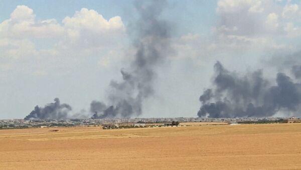 A video grab shows smoke rising from the city of Manbij, Syria. - Sputnik International