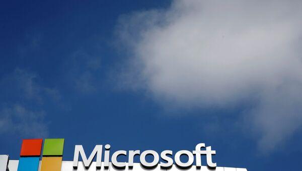 A Microsoft logo is seen next to a cloud in Los Angeles, California, U.S. June 14, 2016. - Sputnik International