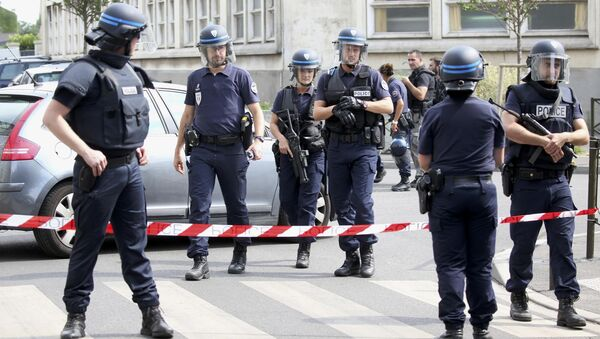 French police secure a street as members of special forces carried out counter-terrorism swoop at different locations in Argenteuil, a suburb in northern Paris, France, July 21, 2016 - Sputnik International
