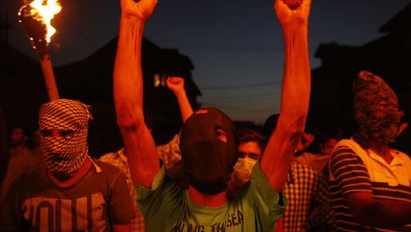 A masked Kashmiri shouts slogans during a in a torch light protest in Srinagar, Indian controlled Kashmir, Thursday, July 21, 2016. - Sputnik International