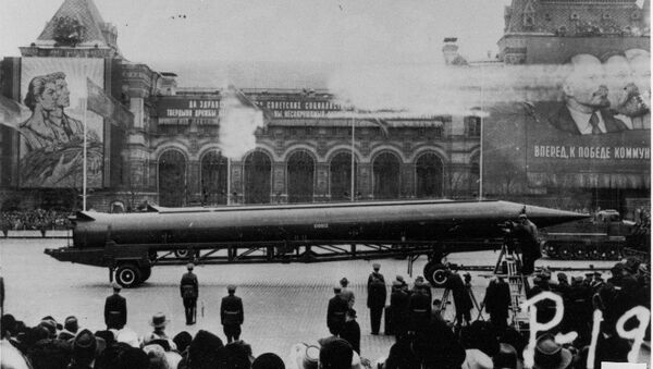 CIA reference photograph of Soviet medium-range ballistic missile (SS-4 in U.S. documents, R-12 in Soviet documents) in Red Square, Moscow. The weapon was deployed to Cuba in October 1962, sparking the Cuban Missile Crisis. - Sputnik International