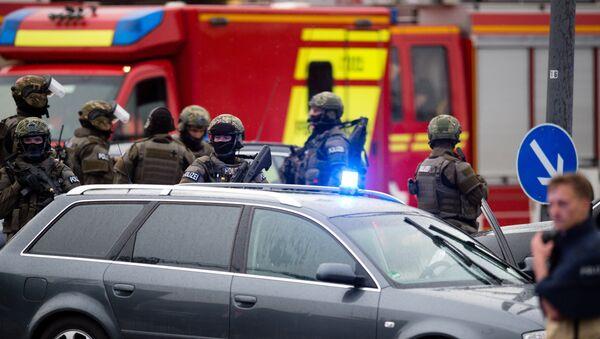 Policemen arrive at a shopping mall following shootings on July 22, 2016 in Munich - Sputnik International