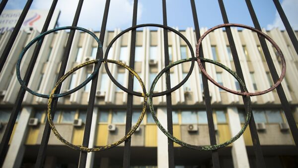 The Olympics rings are seen on a fence in front of the Russian Olympic Committee building in Moscow, Russia, Sunday, July 24, 2016. - Sputnik International