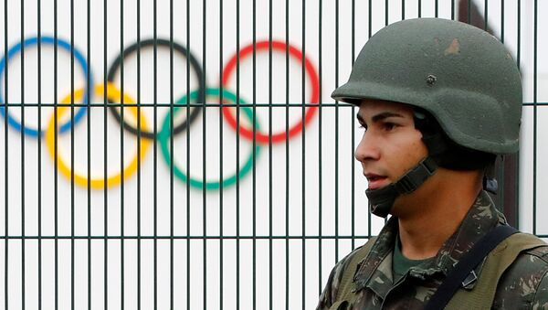 A Brazilian military police soldier patrols at the security fence outside the 2016 Rio Olympics Park in Rio de Janeiro, Brazil, July 21, 2016. - Sputnik International