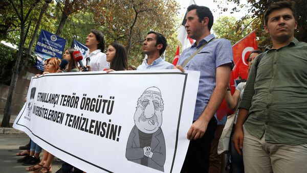 Pro-nationalist university students during a protest against U.S.-based cleric Fethullah Gulen and his followers during a demonstration in Ankara, on July 21, 2016 - Sputnik International