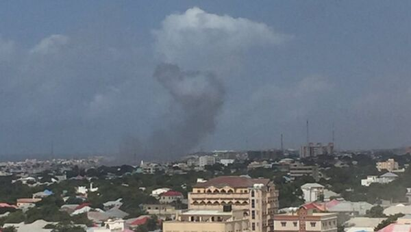 Two loud explosions with ensuing heard near the Criminal Investigation Department headquarters in Somalia's capital Mogadishu, witness reports - Sputnik International