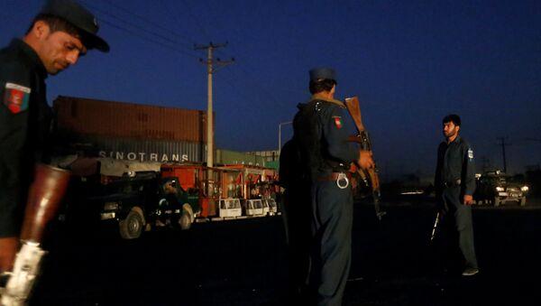 Afghan policemen keep watch near the site of a blast in Kabul, Afghanistan August 1, 2016. - Sputnik International