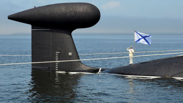 A sailor salutes as he stands on the Kuzbass nuclear submarine during a rehearsal for the Navy Day parade in the far eastern port of Vladivostok, Russia - Sputnik International
