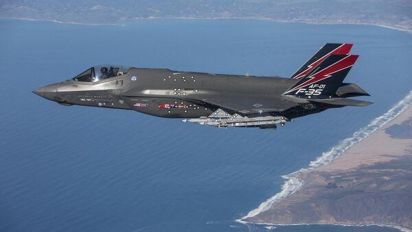 An F-35 Lightning II performs a test flight near Edwards Air Force Base, Calif. - Sputnik International