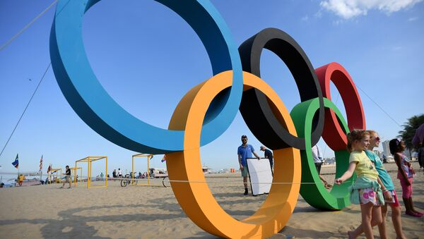Children pose next to the Olympic rings on Copacabana beach in Rio de Janeiro on August 1, 2016 ahead of the 2016 Rio Olympic Games - Sputnik International
