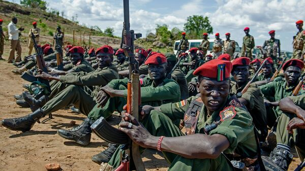 Sudan People's Liberation Army (SPLA) soldiers sit on the ground at a containment site outside of Juba (File) - Sputnik International