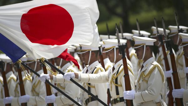In this July 29, 2014 photo, members of a Japan Self-Defense Forces' honor guard prepare to be inspected by French Defense Minister Jean-Yves Le Drian at the Defense Ministry in Tokyo, Tuesday, July 29, 2014 - Sputnik International