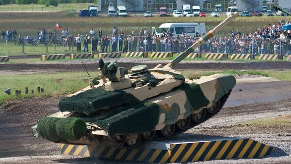 A Russian T-90MS main battle tank fitted with Nakidka radar-absorbent material camouflage. - Sputnik International