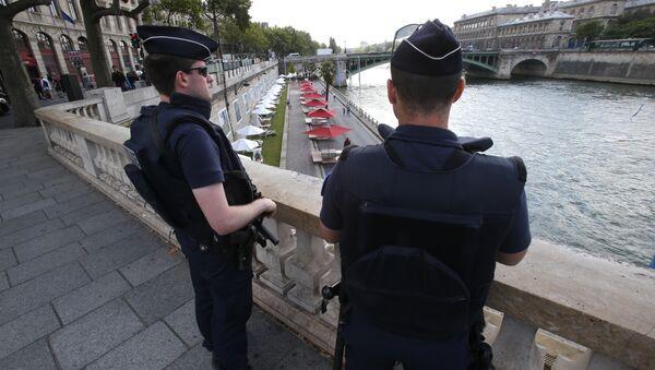 French police officers patrol over the Seine river at Paris Plage (Paris Beach) Friday, Aug. 5, 2016 in Paris - Sputnik International