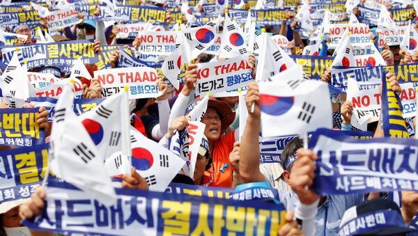 Seoungju residents chant slogans during a protest against the government's decision on deploying a U.S. THAAD anti-missile defense unit in Seongju, in Seoul, South Korea, July 21, 2016 - Sputnik International
