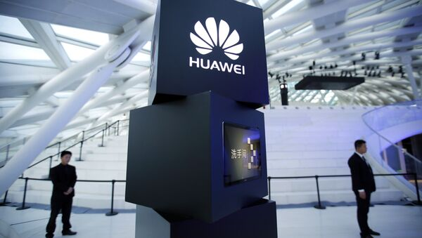 Security personnel stand near a pillar with the Huawei logo at a launch event for the Huawei MateBook in Beijing, Thursday, May 26, 2016 - Sputnik International