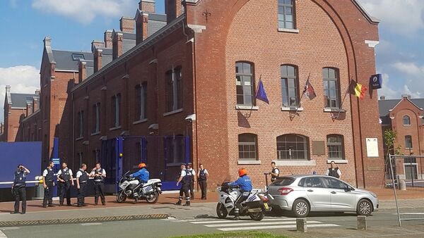 A photo taken with a mobile phone on August 6, 2016, shows police securing the area around a police building in the southern Belgian city of Charleroi following a machete attack - Sputnik International