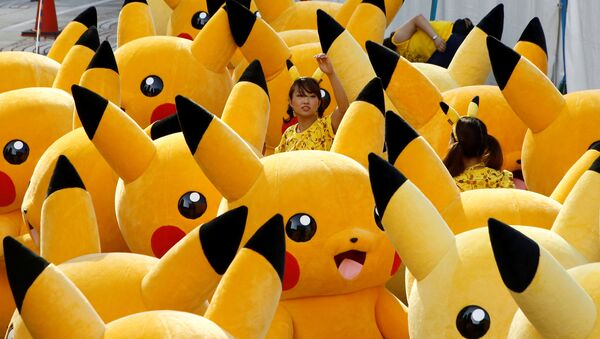 A staff guides performers wearing Pokemon's character Pikachu costumes as they prepare for a parade in Yokohama, Japan - Sputnik International